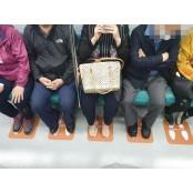 """[SNS눈] """"전국 지하철에 쩍벌 도입을"""" 인천에 등장한 쩍벌 '쩍벌 방지' 스티커? 쩍벌"""
