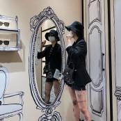 황신혜 딸 이진이, 다리 뒤덮은 호랑이 타투 스타킹각선미 공개…핫팬츠로 뽐낸 각선미