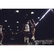 [오늘의 NBA] 농구 역사를 바꾼 남자프로농구 순위 위대한 점프 슈터 ①
