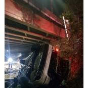 천안서 가드레일 뚫고 7m 추락한 30대 승용차 7m 운전자 사망