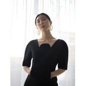 구조적인 디자인의 블랙 리틀블랙 드레스