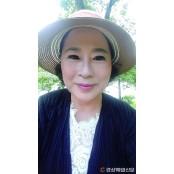 <詩境의 아침>어머니는 아직도 꽃무늬 팬티를 팬티냄새 입는다 /김경주