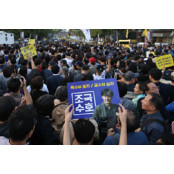 마오쩌둥과 문재인의 '홍위병 성인판짝 정치' | '대깨문'은 성인판짝 21세기 한국판 홍위병 성인판짝