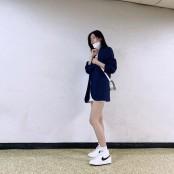 설현, 초미니 스커트로 매끈 각선미 자랑 '마네킹인 초미니스커트 줄'[SNS★컷]