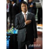 """축구팬들 """"축구협, 한밤의 조광래 해고,한편의 싸커라인 코미디"""""""