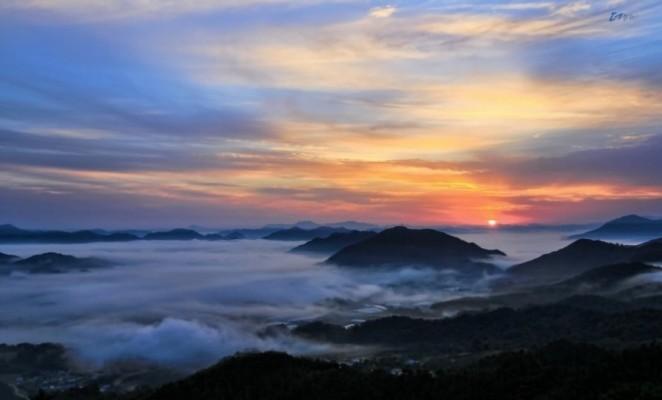 구름이 춤추는 옥천 용암사 '운무대' | 카페