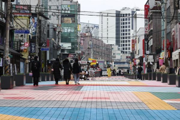 코로나 '3차 대유행'에 거리두기 2단계 임박...달라지는 일상은? | 포토뉴스
