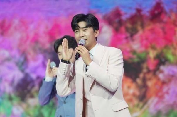 임영웅, 무대에 충실할 때 가장 멋진 가수 | 포토뉴스
